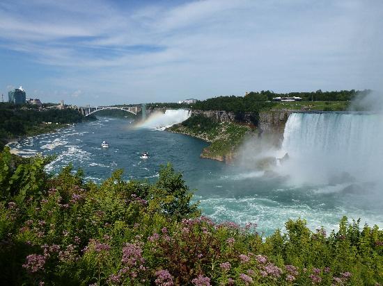 DoubleTree Fallsview Resort & Spa by Hilton - Niagara Falls: Ya gotta take Maid of the Mist!