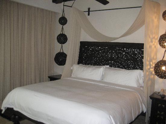 Cabo Azul Resort: bedroom