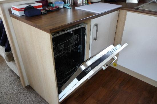 New Milton, UK : Slimline dishwasher