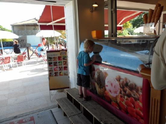 La Garangeoire: The pool side bar (fab icecreams!)