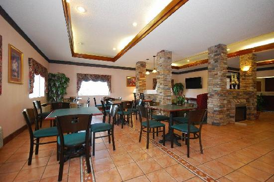 BEST WESTERN Inn & Suites: Hotel Reception on Wednesday Evenings