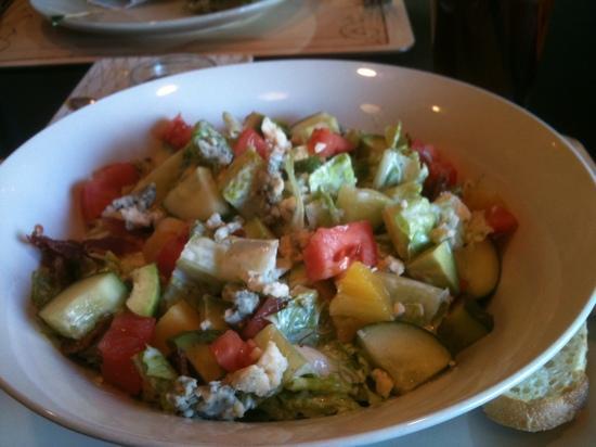 Maple Street Grille: Maui Walli salad