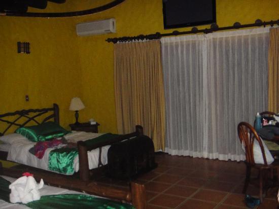 Hotel Mountain Paradise: Interior Room