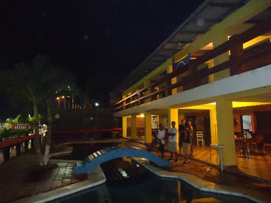La Posada de Don Lito : frente a la piscina