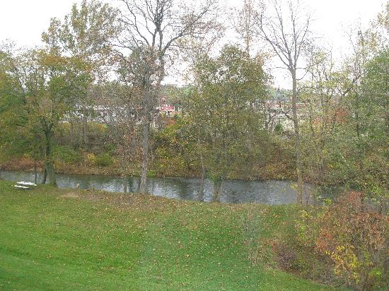 Comfort Inn Duncansville - Altoona: Hotel view from backside window
