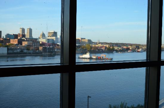 Embassy Suites by Hilton East Peoria - Hotel & RiverFront Conf Center: view from corner Executive Suite