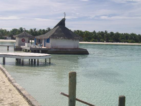 Rihiveli by Castaway Hotels & Escapes: devant le ponton
