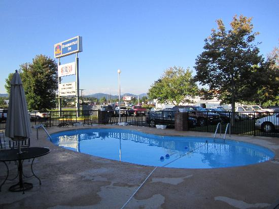 Best Western Hendersonville Inn: Der Pool des Motels