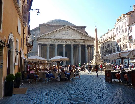 Albergo del Sole Al Pantheon: Hotel entrance (to the left) and view across the Piazza