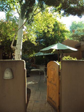 Inn on the Alameda: patio