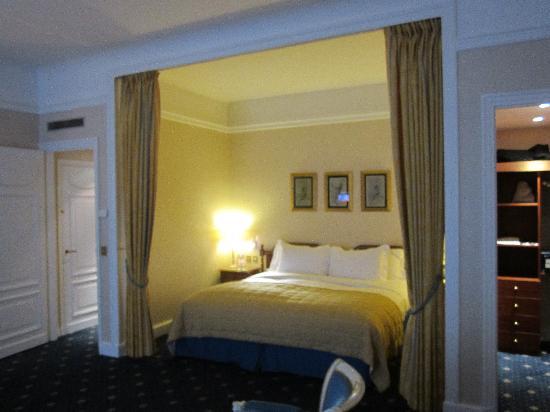 โซฟิเทล ปารีส อาร์ค เดอ ทริออมฟ์: Suite view 1