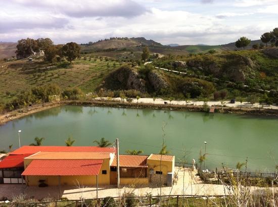 Il laghetto picture of tenute fanara aragona tripadvisor for Il laghetto