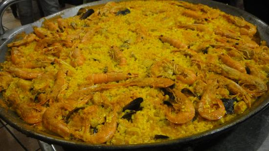 Casa Clemencia: Beautiful Paella on a huge plate