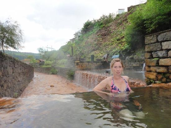 Quinta da Mo: The natural hot baths that were only a 2 min walk away!