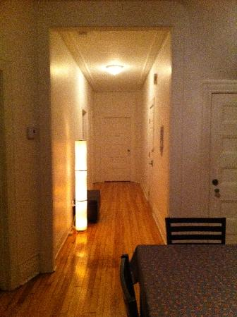 Le Houseboy Bed & Breakfast: Hallway to rooms