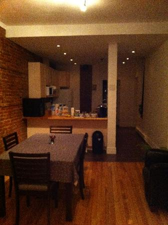 Le Houseboy Bed & Breakfast: Dining area/breakfast area