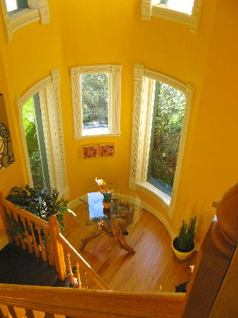 Queen Anne Bed & Breakfast: Foyer for Suites 1-4