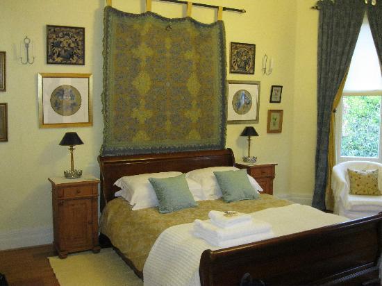 Sefton Villas B & B: The bed