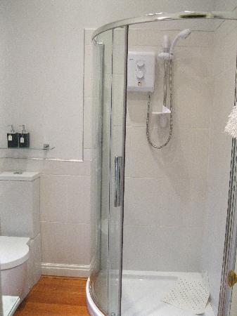 Sefton Villas B & B: The bathroom