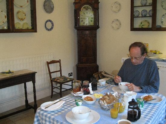 Sefton Villas B & B: The breakfast room
