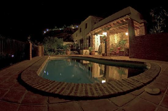 Casa Caleta: piscina di notte