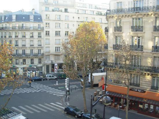 Ibis Paris Gare de Lyon Ledru Rollin 12eme: vista dalla finestra a sx