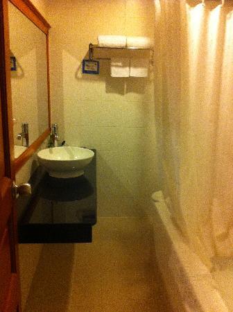 Oscar Saigon Hotel: bathroom