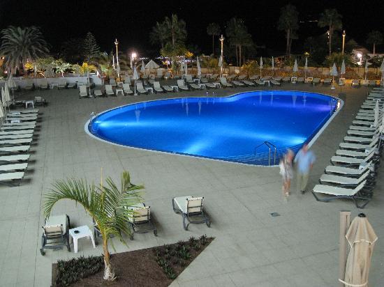 HOVIMA Costa Adeje: piscina en forma de corazon