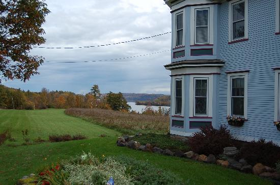 The Inn on Lake Champlain : Right on Lake Champlain