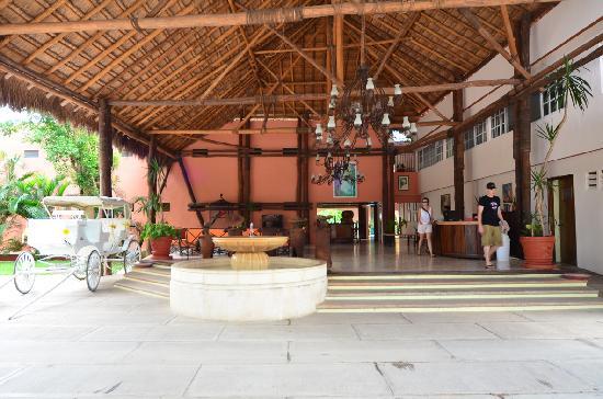 Hotel Chichen Itza: Lobby