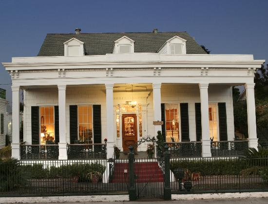 Ashton's Bed and Breakfast: Front View