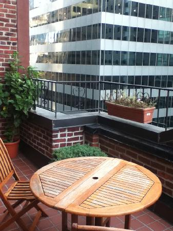 Hotel Elysee by Library Hotel Collection: The balcony on 54th