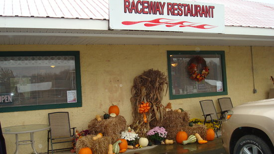 Raceway Restaurant: Decorated for the Fall
