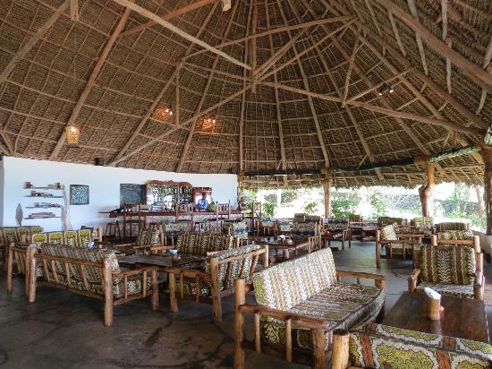 Pongwe Beach Hotel: Bar/Lounge area