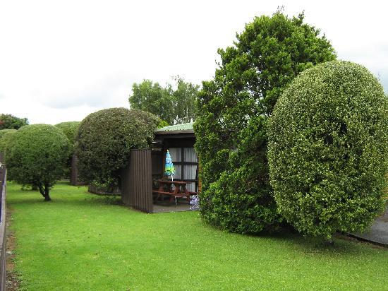 Grange Motor Lodge: Front Gardens