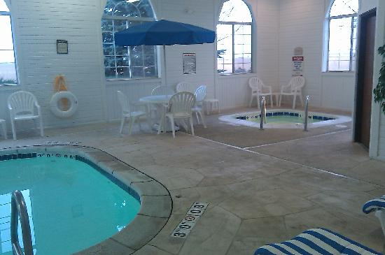 BEST WESTERN Oglesby Inn : The hot tub was Hot! and pool heated! Thanks! 8)