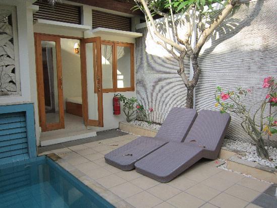 Kuta Lagoon Resort & Pool Villa: Villa Poolside