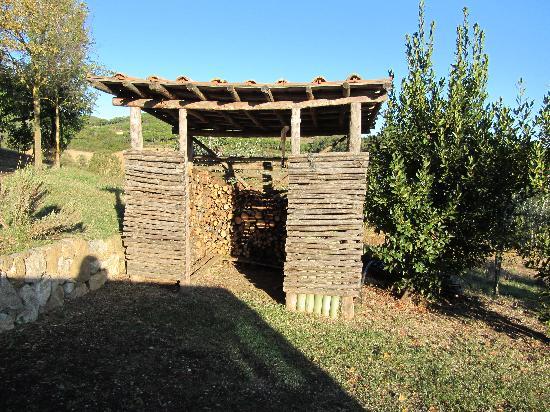 Podere Monti: firewood storage