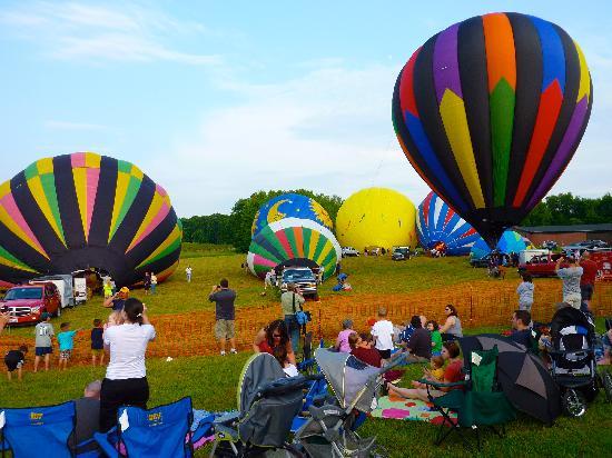 Debonné Vineyards: The balloon festival is spectacular