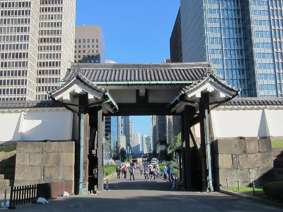 พระราชวังโตเกียว: Entrance