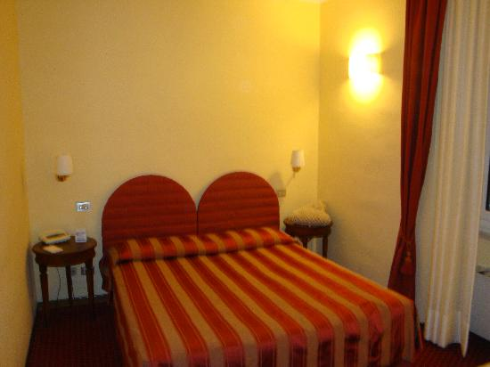 Hotel Firenze e Continentale La Spezia: 部屋はいまいち