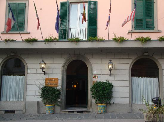 Hotel Firenze e Continentale La Spezia: エントランス