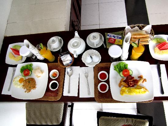 Evita Villa: Free Breakfast! we tipped though :)