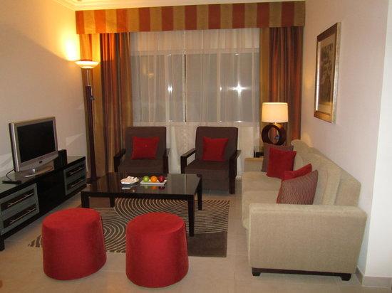 Media Rotana: living room with desk