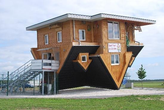 Ein Haus Steht Kopf Bild Von Das Verrückte Haus Bispingen