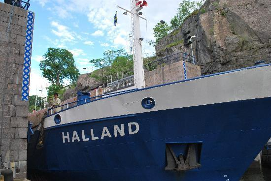Trollhätte Kanal: ausfahrendes Schiff