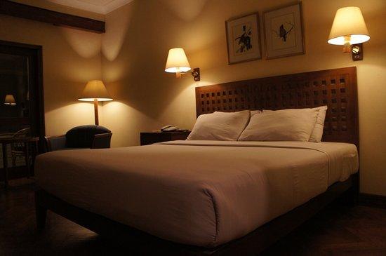 The Santosa Villas & Resort: king bed