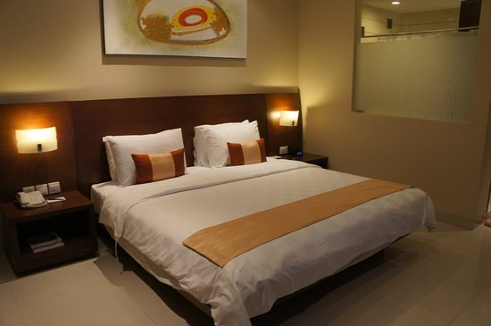 Amadea Resort & Villas: king bed