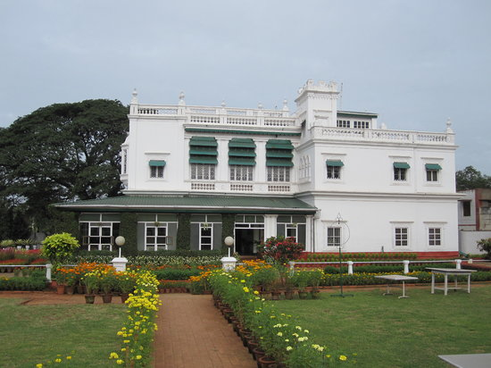 Green Hotel : The palace building