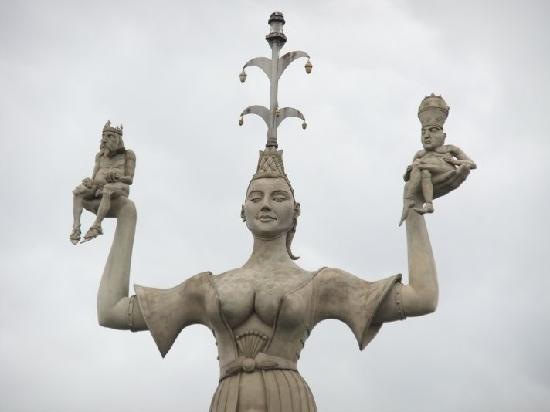 Hafen Konstanz: Imparia mit kaiser und Papst